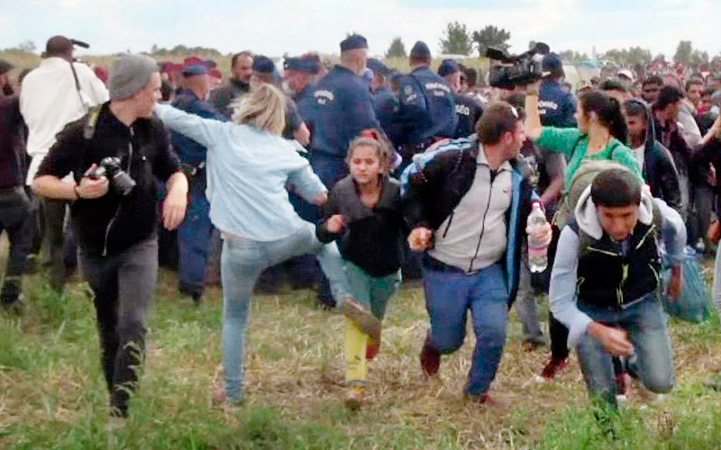 hungary_tripping_refugees