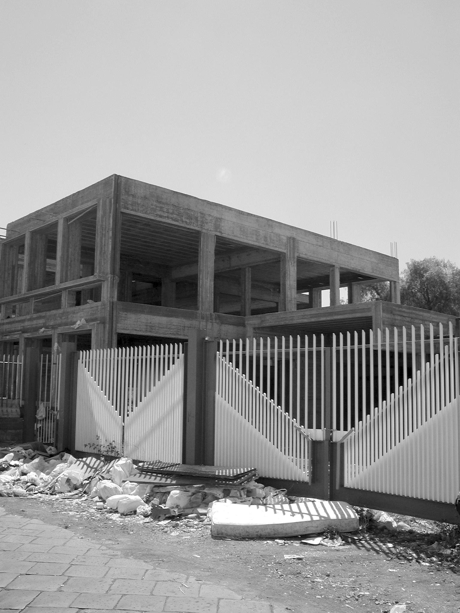 L'edificio di via Case  Sante (foto Agenzia Liberaimmagine)