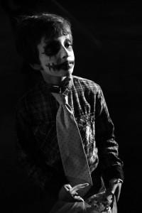 Bambino in maschera